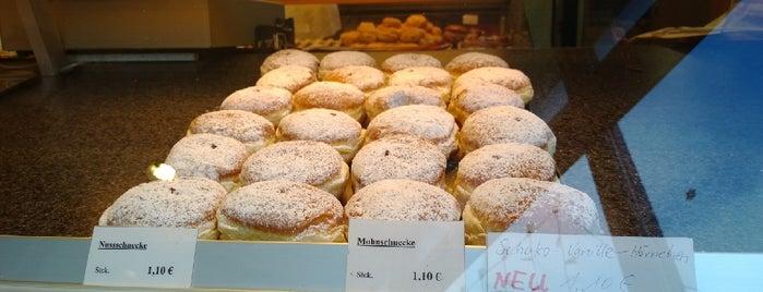 Backhaus Fuchs Bäckerei-Cafè is one of Tempat yang Disukai Erkan.