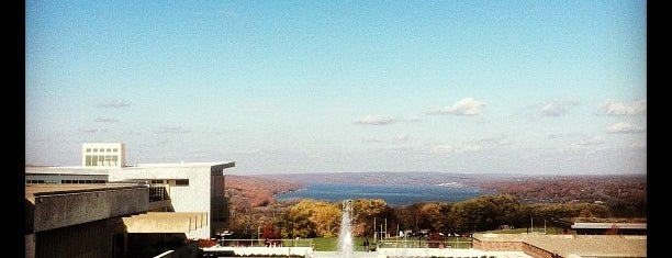 Ithaca College is one of Lieux sauvegardés par Lizzie.