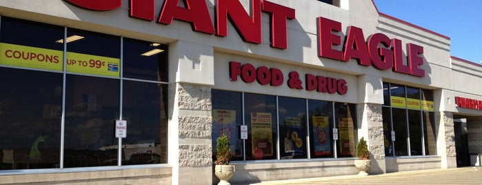 Giant Eagle Supermarket is one of Phillip's Liked Places.