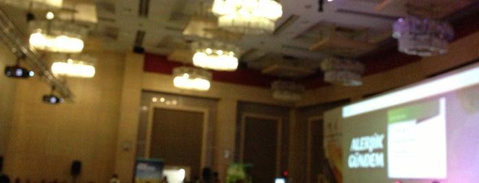 Convention Center is one of Locais curtidos por Burak.