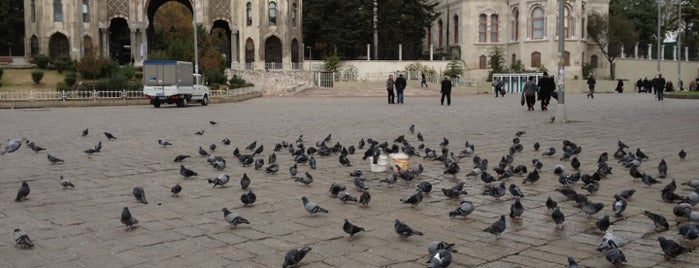 Beyazıt Meydanı is one of Tempat yang Disukai Sevinç.
