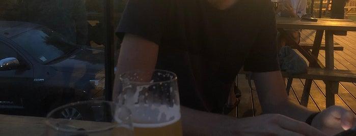 Fluid State Beer Garden is one of สถานที่ที่บันทึกไว้ของ Justin.
