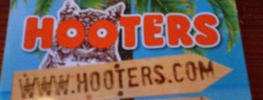 Hooters is one of Orte, die Ryan gefallen.