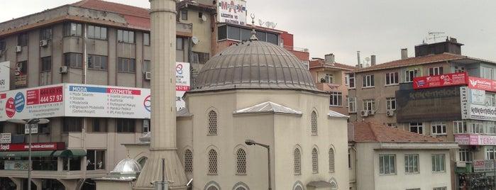 Şirinevler Meydanı is one of Gezenti :).