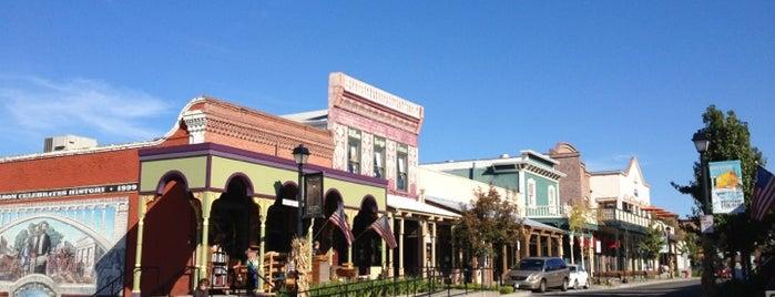 Old Town Folsom is one of Orte, die Theresa gefallen.
