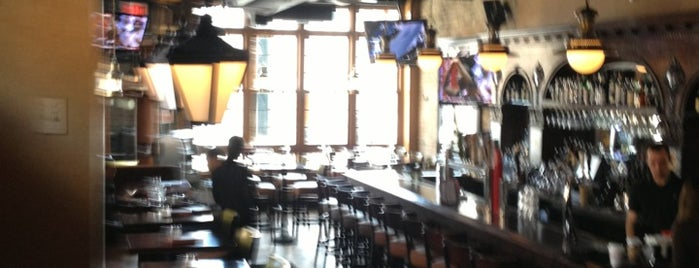 Gaslight Bar & Grille is one of Chicago.