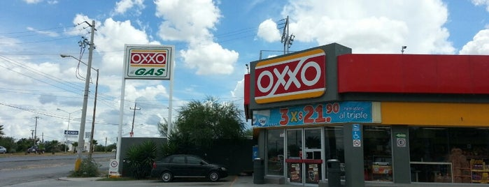 Oxxo Gas De Santa Rosa is one of Ismaelさんのお気に入りスポット.
