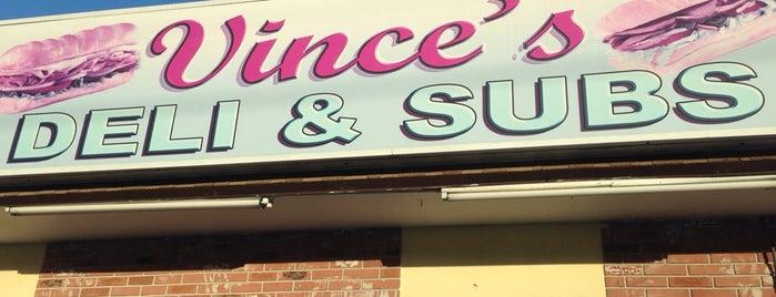 Vince's Deli & Sub Shop is one of Carl'ın Kaydettiği Mekanlar.