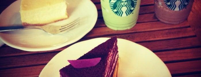 Starbucks is one of Tempat yang Disukai Chakra Indra.