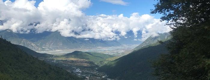色季拉山口 is one of Tempat yang Disukai Vera.