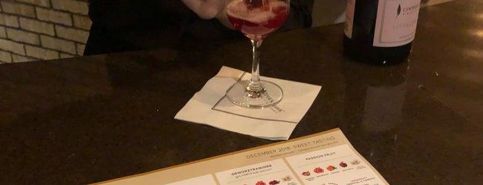 Cooper's Hawk Winery & Restaurant is one of Lugares favoritos de Heather.