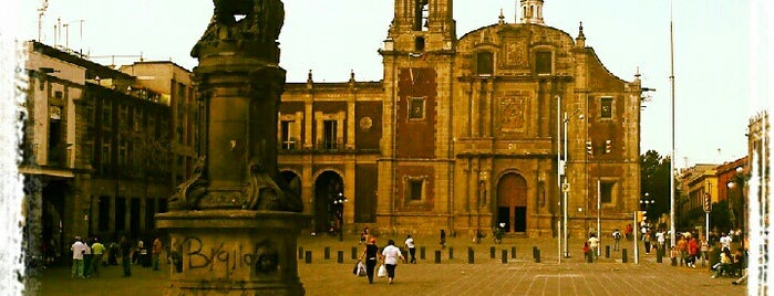 Plaza de Santo Domingo is one of Recomiendo.