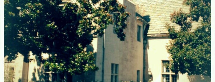 Greystone Mansion & Park is one of Lugares favoritos de José.