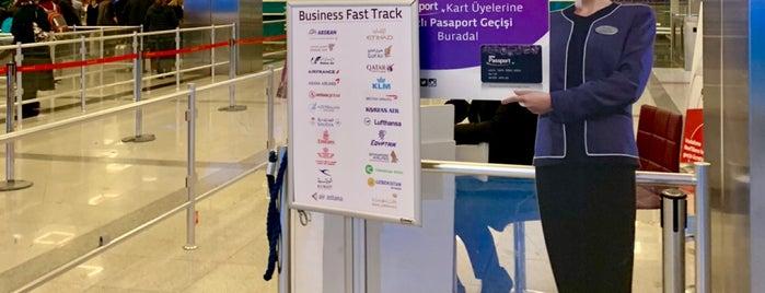 Tav Passport Fast Track is one of Orte, die Onur gefallen.