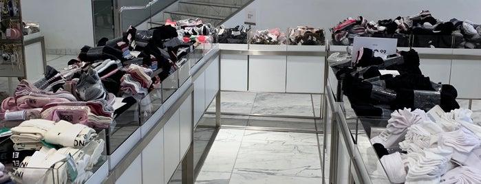 H&M is one of Fadlul 님이 좋아한 장소.