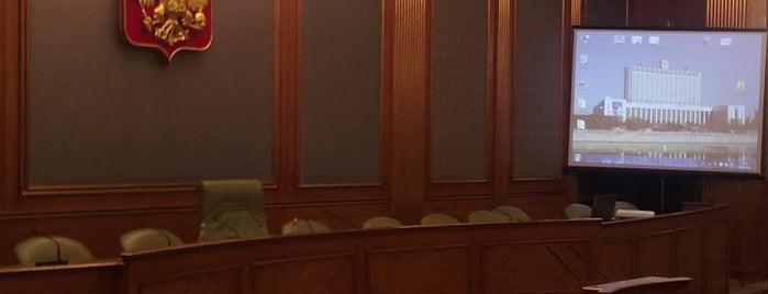 Овальный зал Дома Правительства is one of สถานที่ที่ Dmitry ถูกใจ.