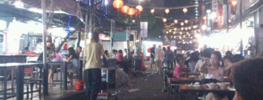 Chinatown Food Street (牛車水美食街) is one of Orte, die OMG! jd wuz here! gefallen.