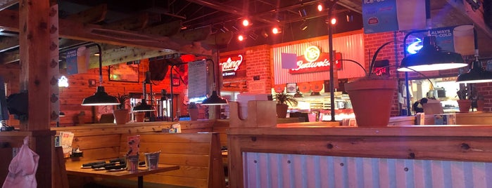 Texas Roadhouse is one of Lugares favoritos de Val.