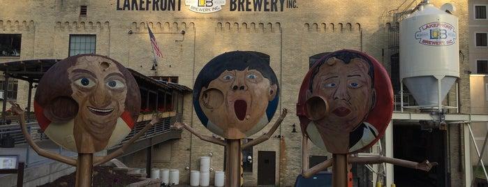 Lakefront Brewery is one of Lugares favoritos de Marlon.