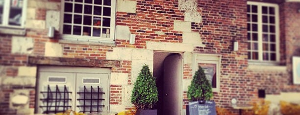 Le Vintage Café is one of Orte, die Marc-Edouard gefallen.