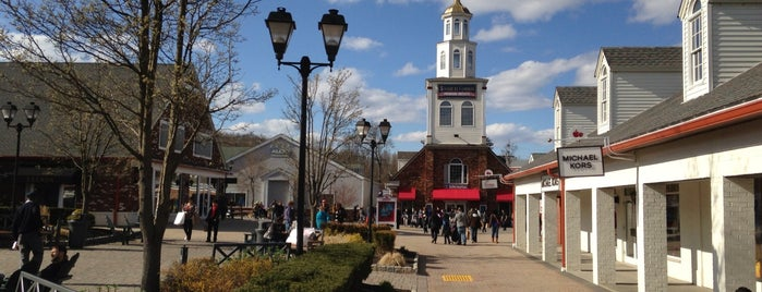 Woodbury Common Premium Outlets is one of 7th 미국여행.