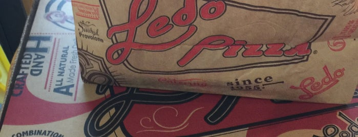 Ledo Pizza is one of Locais curtidos por Sean.