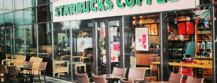 Starbucks is one of Lieux qui ont plu à Radu.