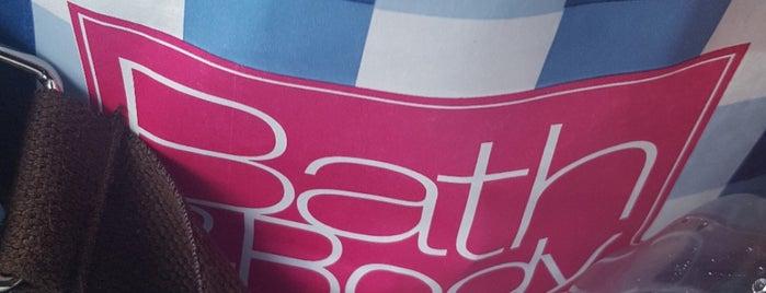 Bath & Body Works is one of Tempat yang Disukai Tracie.