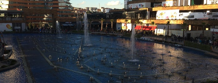 Watergarden İstanbul is one of Posti che sono piaciuti a Evren.