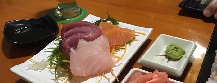 Edo Sushi Bar is one of Posti che sono piaciuti a Hellen.