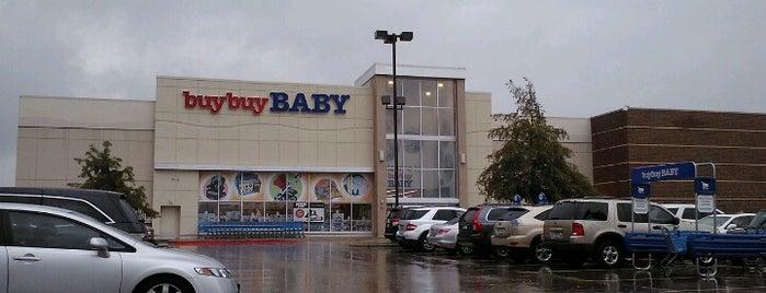 buybuy BABY is one of Orte, die Robbie gefallen.