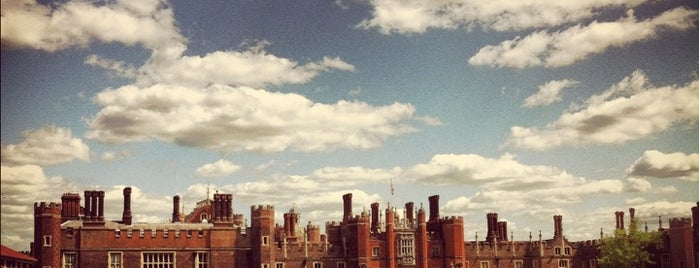 Hampton Court is one of Inglaterra.