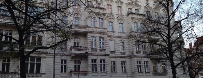 cimdata Bildungsakademie is one of สถานที่ที่ Bernhard ถูกใจ.