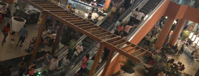 Passeio das Águas Shopping is one of Shoppings de Goiânia.