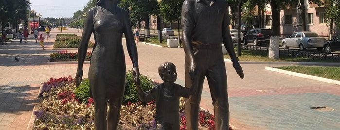 Памятник «Счастливая семья» is one of Alexander : понравившиеся места.