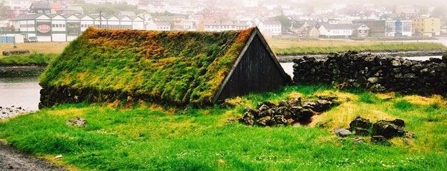 Føroyar | Færøerne | Faroe Islands is one of Lugares favoritos de Emre.