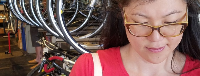 Swell Bicycles is one of สถานที่ที่ Thomas ถูกใจ.