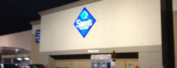 Sam's Club is one of Locais curtidos por Julie.