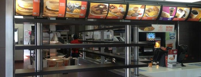 McDonald's is one of Tempat yang Disukai Roberto.