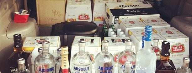 JPAD Discount Liquors is one of Tempat yang Disukai Noemi.