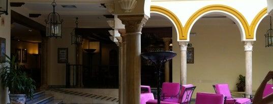 Hotel Sevilla Macarena is one of สถานที่ที่ Chiaretta ถูกใจ.