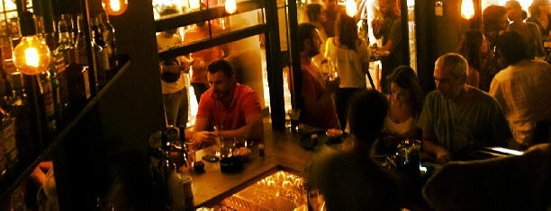 Sixteen Bar is one of Live in Athens.