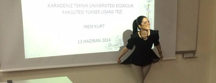 Eczacılık Fakültesi is one of Dilek'in Beğendiği Mekanlar.