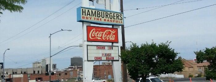 Dick's Hamburgers is one of สถานที่ที่ Krisi ถูกใจ.