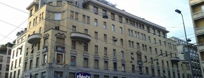 Piazza Argentina is one of สถานที่ที่ Hamilton ถูกใจ.