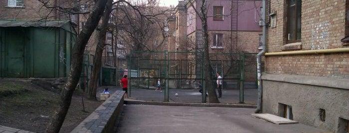 "Тенисная Площадка ""Резинка"" is one of Illia'nın Beğendiği Mekanlar."