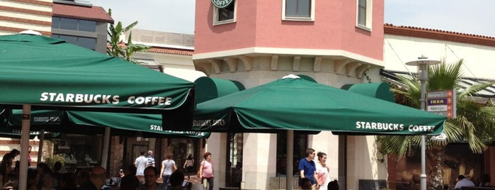Starbucks is one of Orte, die Ayşen gefallen.