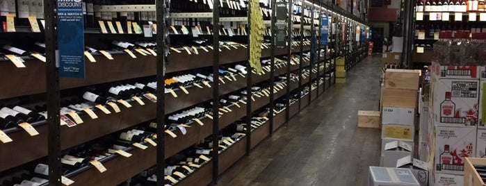 Total Wine & More is one of Lugares favoritos de Alan.