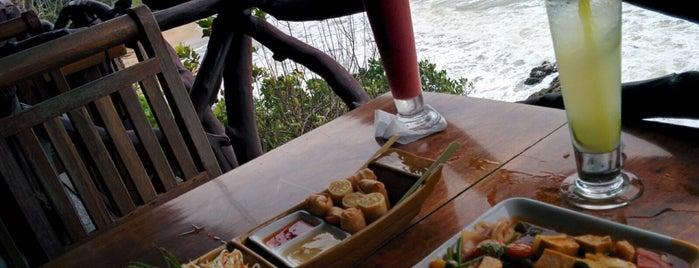 Diamond Cliff Beach Restaurant & Bar is one of Orte, die Roger gefallen.