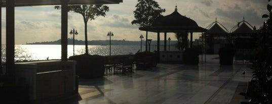 Four Seasons Hotel Bosphorus is one of Turkey 2013.